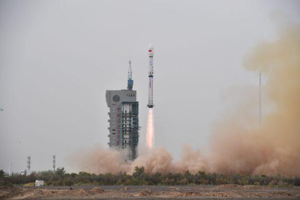 Start rakiety CZ-4B z satelitą Haiyang-2C