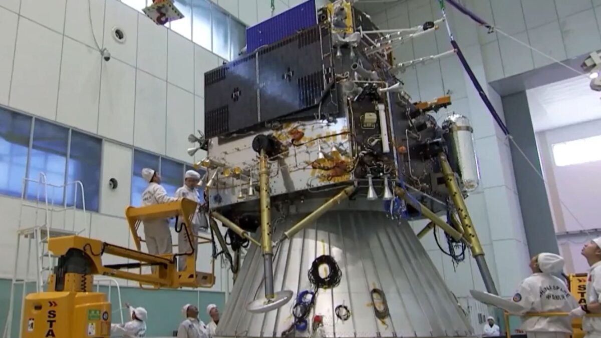 Chińska misja Chang'e 5 leci w kierunku Księżyca