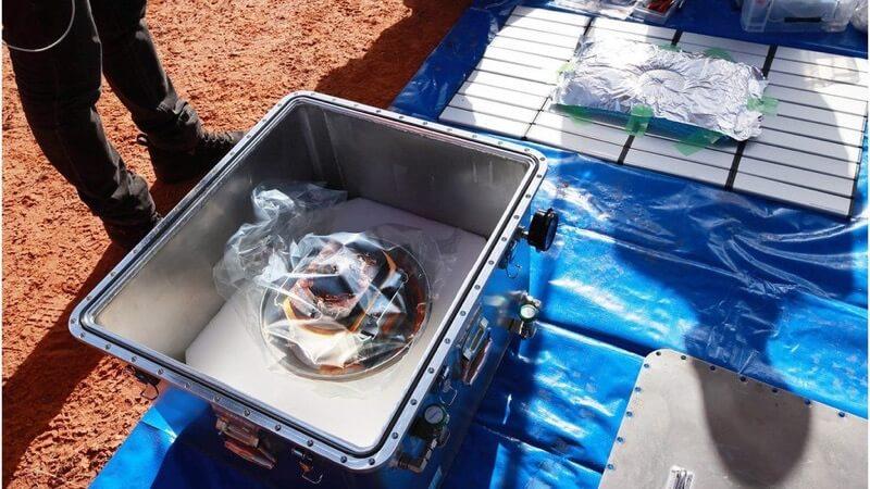 Próbki zebrane przez sondę Hayabusa 2 dotarły na Ziemię / JAXA/EPA