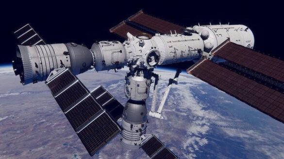Moduł Tianhe (po prawej) z dwoma przycumowanymi statkami kosmicznymi Shenzhou