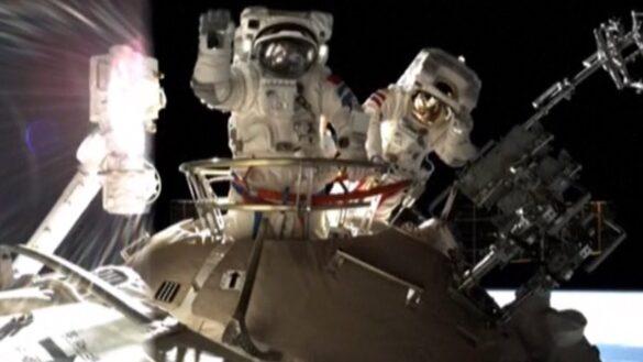 Kadr z drugiego chinskiego spaceru kosmicznego zalogi Shenzhou 12 / CNSA